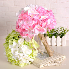 Alibaba vende al por mayor el ramo hermoso coloreado decorativo artificial de la boda de la flor