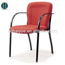 stapelbarer Studentenstuhl des modernen roten Stoffes des Esszimmerstuhls mit Metallrahmen