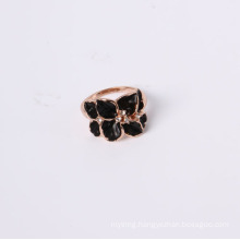 Fashion Jewelry Ring with Flower and Black Enamel