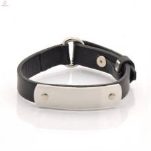Bracelete feito sob encomenda do punho do couro da palavra com a placa de metal gravada
