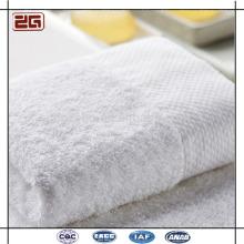 Tamaño personalizado de diferentes colores fino blanco hotel hoja de cama y toallas