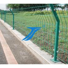 Venta caliente certificada PVC recubierto Curvy soldó con autógena cerca de malla de alambre de acero