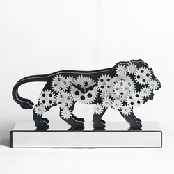 Exclusive lion clock with moving gears