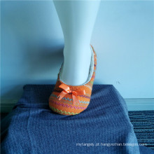 Meias de chinelo listradas coloridas para interior de inverno infantil