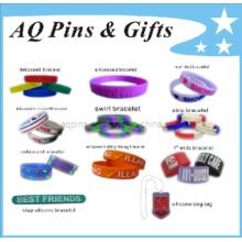 Várias pulseiras de silicone em diferentes abordagens