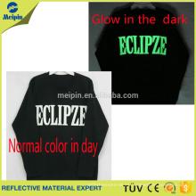 Logotipo de Glow in the dark para camiseta