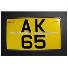 Diseño reflexivo de la moda de la placa del coche con el número de placa decorativa del coche