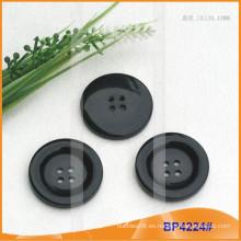 Botón de poliéster / Botón de plástico / Botón de camisa de resina para el escudo BP4224
