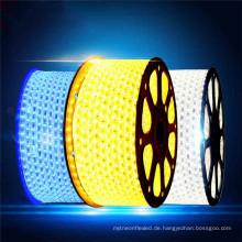 Gute qualität rot / blau / grün / warmweiß super helligkeit 220 V 5050smd flexible tri-chip led-streifen Licht