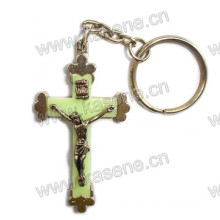 El más nuevo estilo Llavero luminoso de la cruz del St Benedict Religioso Metal