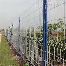 Rede exterior cerca de armação de jardim