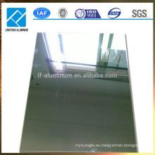 Espesor estándar del espejo reflexivo Acabado Hoja de aluminio para luz