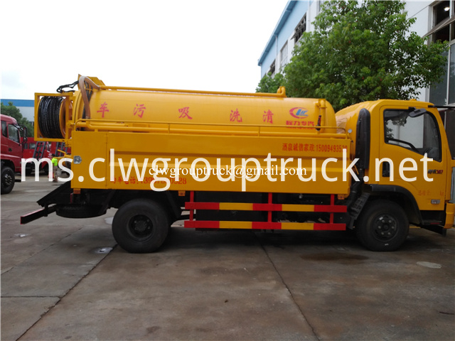 Suction Sewage Truck 3