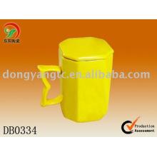 Factory direct wholesale yellow glazed ceramic lidded mug