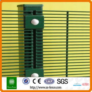 China 4mm geschweißter Maschendrahtzaun Hersteller