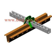 Profil en acier galvanisé perforé C et U perforé Strut Channel Roll Forming Vietnman