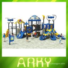 Les enfants jouent à l'aire de jeu extérieure Gym Commercial Gym