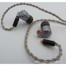 Auriculares estéreo de alta fidelidad en la oreja