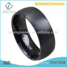 Mejor precio titanio hombres negros diseño simple anillos de dedo