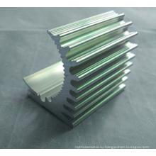 Части CNC подвергая механической обработке алюминиевый профиль для радиаторов с различной формой