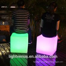 China Manufactuer 30cm mobília ao ar livre tabela de cubo LED barata