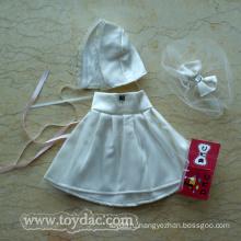 Белое платье плюшевого медвежонка
