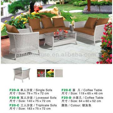 Silbergrau Couchtisch und Sofa