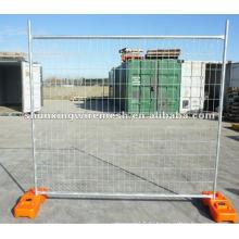 Временная ограда из сетчатой решетки