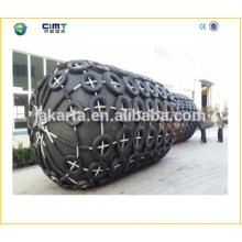Aileron de marinerubber de remorqueur cylindrique avec chaîne galvanisée et pneu