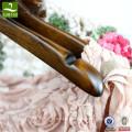 cintre classique en bois ashtree pour vetements femmes