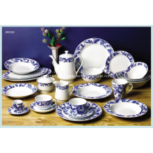 Motif en bleu la vaisselle de porcelaine blanche