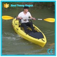 Kayak de pesca con timón y sistema de pedal