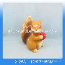 Schönes keramisches braunes Eichhörnchen für Hauptdekor