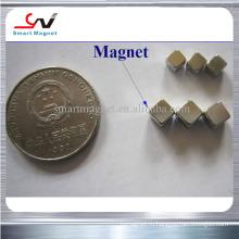 Сильный магнит кубика большой мощности в штоке