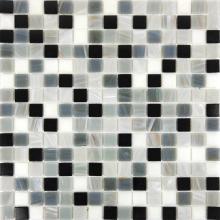 Nebulosa buena línea azulejos grises y blancos.