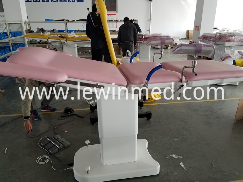 Gynecological Bed With Leg Support