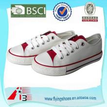China Fábrica de sapatos vulcanizados OEM, sapatos de lona de mulheres brancas, lona de homens sapatos vulcanizados