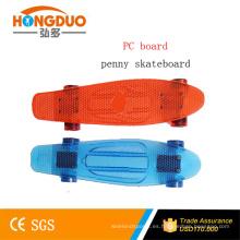 Tipo del patín del crucero y PC + Aluminum + PU Material Nuevo monopatín plástico de 22 pulgadas para la venta