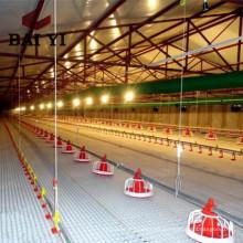 Sistema automático de alimentación de aves de corral para asar aves de corral