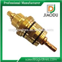 Substituição da manutenção termostática do cartucho da válvula de duche