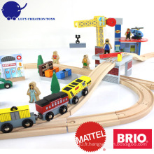 Nouveau populaire 70 pcs Crane Farm Railway Magnetic Wooden Thomas Train Toy