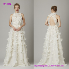 Apliques florales 3D un vestido de novia de línea