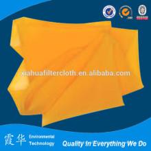 Matériau de la soie brute en polyesters en polyester jaune