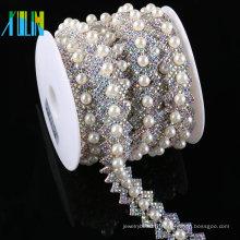 Perles de strass de prix bon marché d'usine et chaîne en plastique en vrac de strass de perle pour l'habillement