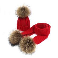 Venda quente de inverno crianças cachecol cor pura acrílico malha chapéu e cachecol conjunto com pele do falso pom poms