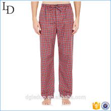 Los pantalones de los pijamas de los hombres ventilan el vestido casero de los pantalones para el muchacho
