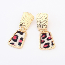 Leopard print pattern resin fashion drop earrings atmospheric trends in Europe and American gold metal alloy stud earrings