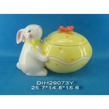 Coniglietto di Pasqua con vaso di caramella di ceramica