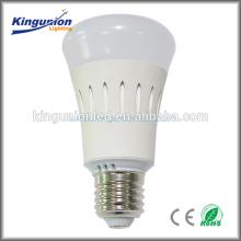 Bulbo llevado, material de aluminio Regulador del RGB de la luz de bulbo del LED