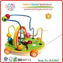 El escarabajo de madera que transporta el laberinto rebordea los juguetes de los cabritos para la venta